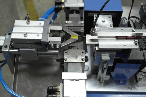 自动散装电容成型机