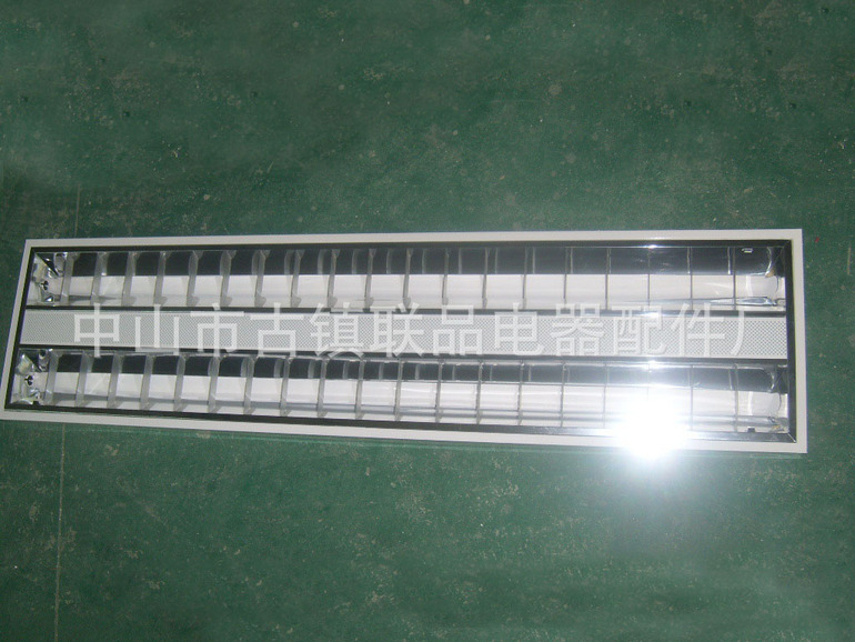 T5亚光铝雷款明装士镜面反光格栅灯盘