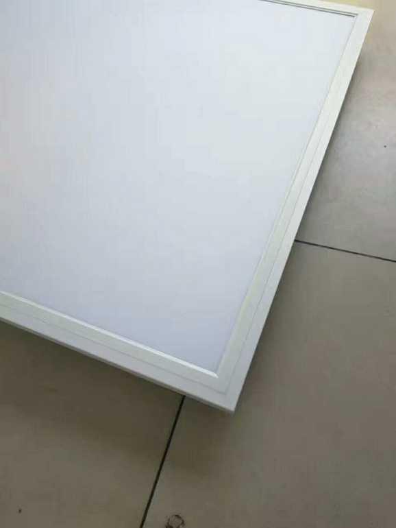 简约白色正方形室内面板灯