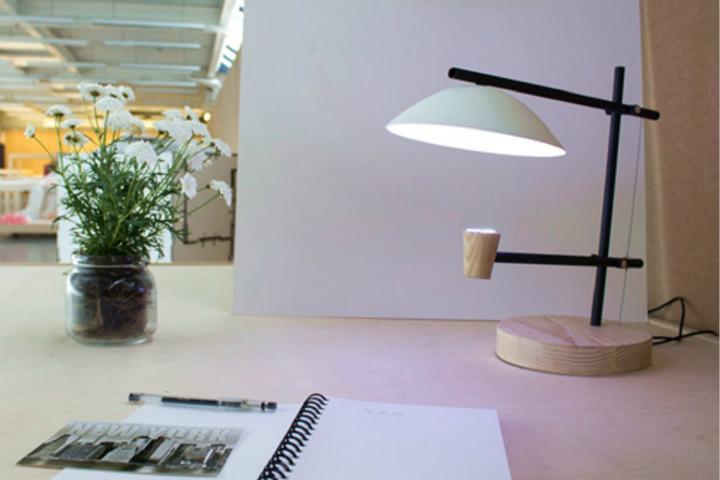 这台灯能按时区天气自动调光 是不是相当聪明!